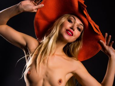 Nude Showcase – Like my Hats1