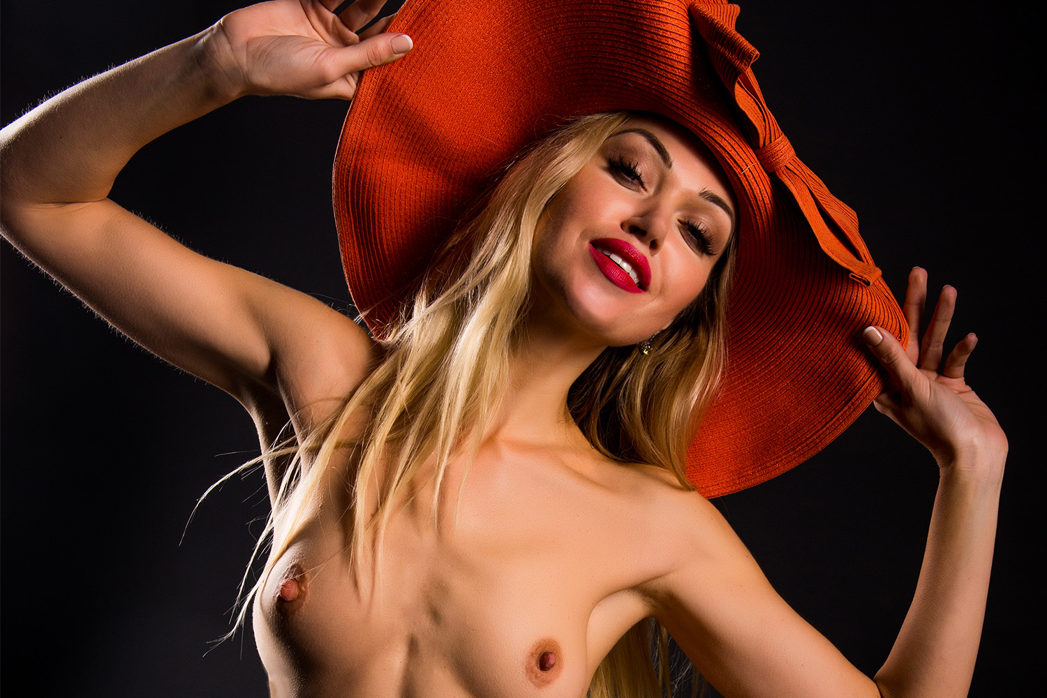 Nude Showcase: Like My Hats