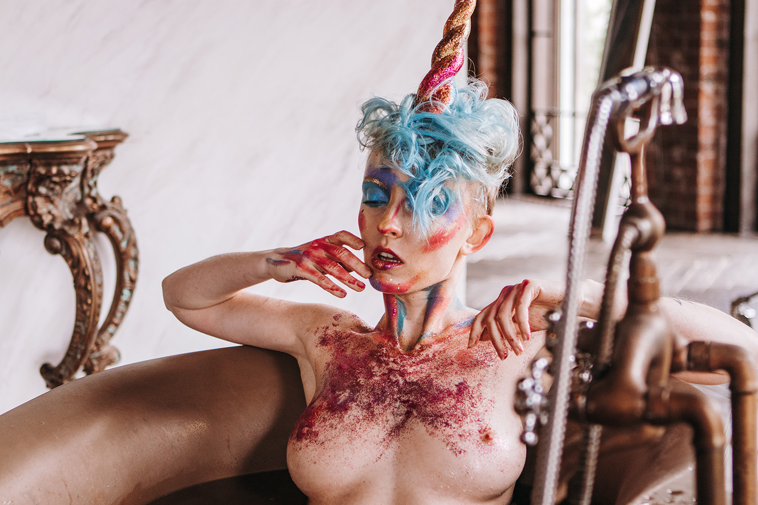 Nude Showcase – Unicorn