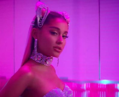 Ariana Grande – break up with your girlfriend, i'm bored