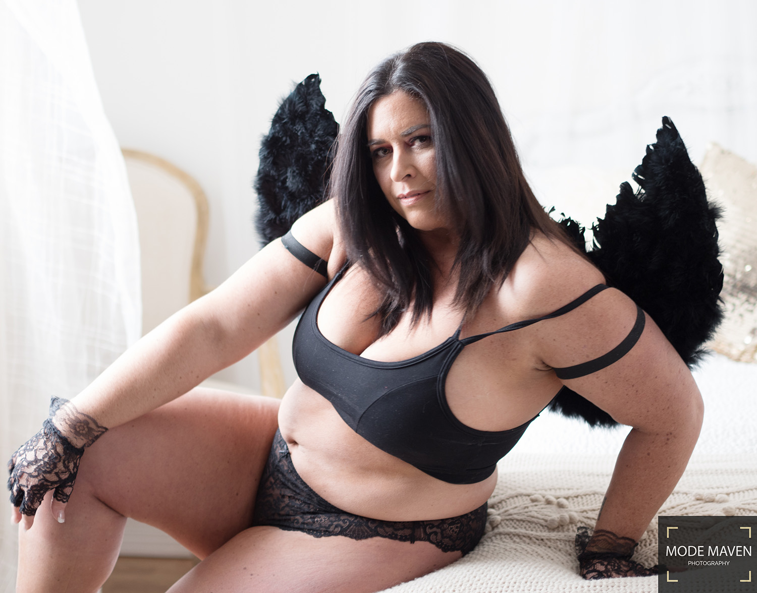 Boudoir Showcase – Black Feather Fury